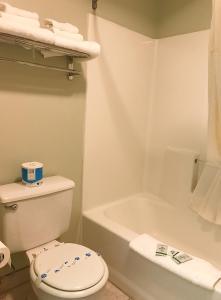 Ванная комната в Bay City Motor Inn