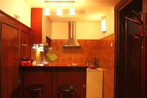 A kitchen or kitchenette at Apartment Parliament park