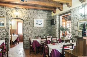 A restaurant or other place to eat at Hotel Da Giovanna