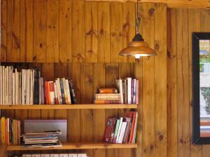 La biblioteca of the bed and breakfast