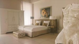A bed or beds in a room at Villa Toscana Luxury Loft
