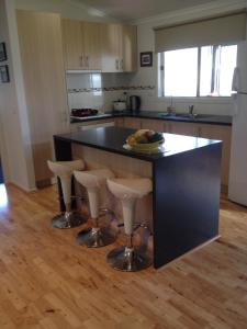 A kitchen or kitchenette at Riverside Holidays Tarwin Lower