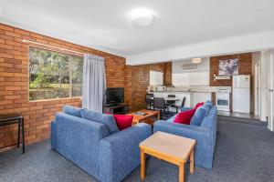 A seating area at Whiteoaks Motel & Lodges