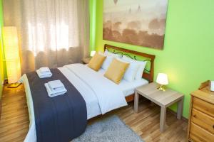 Кровать или кровати в номере LuxApartments-Шарикоподшипниковская, 2А