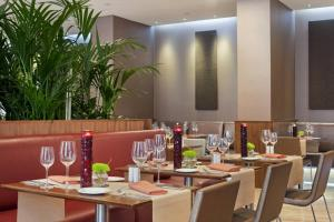 A restaurant or other place to eat at Hilton Liverpool City Centre