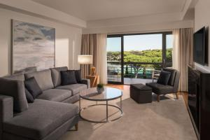 A seating area at Sheraton Cascais Resort - Hotel & Residences