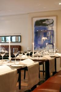 Ein Restaurant oder anderes Speiselokal in der Unterkunft Hotel Kaiserhof