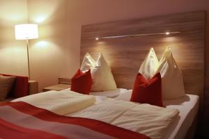 Ein Bett oder Betten in einem Zimmer der Unterkunft Hotel Rheinterrasse Benrath