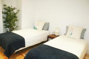 A bed or beds in a room at Charming Estoril Apt Beach 5 Min Walk