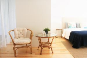 A seating area at Charming Estoril Apt Beach 5 Min Walk