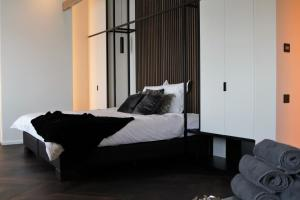 A bed or beds in a room at B&B For 2-Wellness For 2
