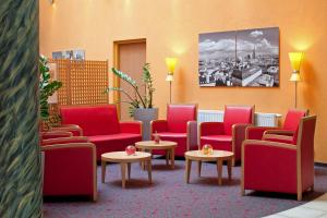 The lobby or reception area at ibis Wien City