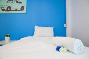 A bed or beds in a room at Varinda Hostel