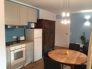 A kitchen or kitchenette at Apartment nahe Villenviertel