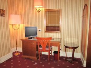 A television and/or entertainment center at Hotel Viminale