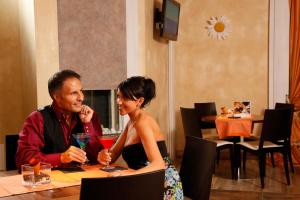A restaurant or other place to eat at Alp Wellness Mota