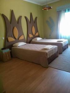 A bed or beds in a room at Hotel Vitoria