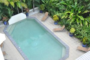 A view of the pool at Trinity Beach Penthouse or nearby