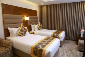 A bed or beds in a room at Marino Royal Hotel