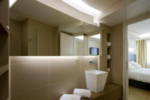 A bathroom at O&B Athens Boutique Hotel