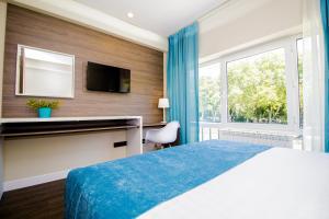 Кровать или кровати в номере Апартаменты Эмилия Голд