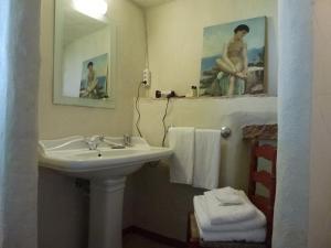 A bathroom at Convento Sao Saturnino