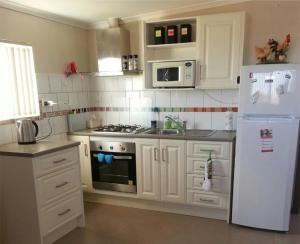 A kitchen or kitchenette at Underground Bed & Breakfast