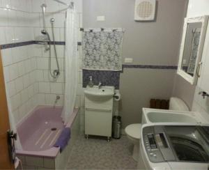 A bathroom at Underground Bed & Breakfast
