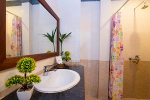 A bathroom at Tan Kang Angkor Hotel