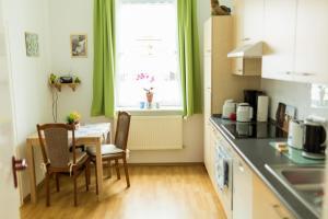 Küche/Küchenzeile in der Unterkunft Ferienwohnung Schermer