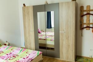 Ein Bett oder Betten in einem Zimmer der Unterkunft Ferienwohnung Schermer