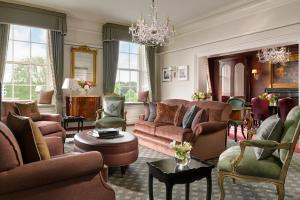 A seating area at The Shelbourne, Autograph Collection