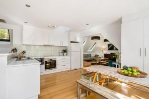 A kitchen or kitchenette at A Top Spot