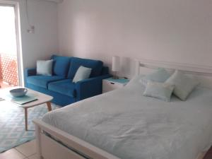 A bed or beds in a room at Apartment in Dolphin Heads Resort