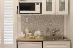 A kitchen or kitchenette at Haven on the Park