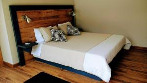 A bed or beds in a room at Casa Do Prado Guesthouse