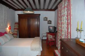 A bed or beds in a room at Casa da Quinta De S. Martinho