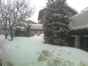 Къща за гости Типик during the winter