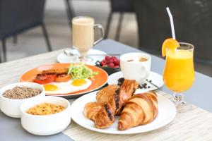 Breakfast options available to guests at Ibis World Trade Centre