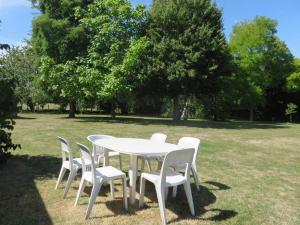 A garden outside Gite des Basses Touches