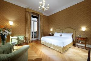 A bed or beds in a room at Eurostars Hotel Excelsior