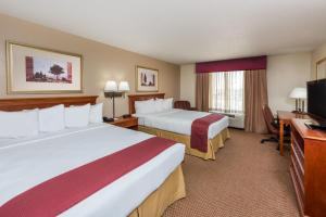 A bed or beds in a room at Baymont by Wyndham Highland