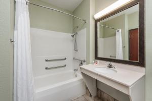 A bathroom at Baymont by Wyndham Highland