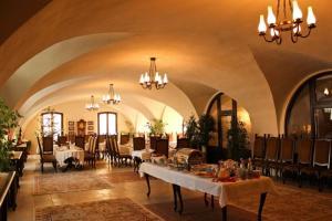 Un restaurant sau alt loc unde se poate mânca la Hotel Medieval