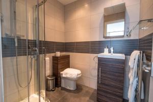 A bathroom at Katolondonhaus