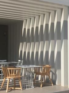 Ein Restaurant oder anderes Speiselokal in der Unterkunft Phaedra Hotel