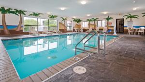 The swimming pool at or near Best Western Edinburgh/Columbus