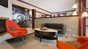 The lobby or reception area at Best Western Edinburgh/Columbus