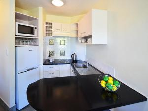 A kitchen or kitchenette at Noosa River Sandy Shores