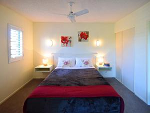 A bed or beds in a room at Noosa River Sandy Shores